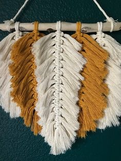 Macrame Feather Wallhanging