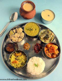 Bangladeshi Food, Bengali Food, Bengali Bride, Vegetarian Lunch, Vegetarian Recipes, Cooking Recipes, Veg Recipes, Lunch Recipes, North Indian Recipes