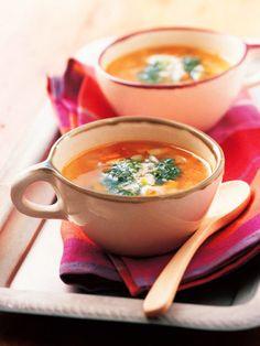 野菜たっぷりミネストローネスープにピストゥを落とすと、バジルの爽やかな香りがふわっと広がる|『ELLE a table』はおしゃれで簡単なレシピが満載!