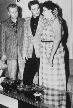 Elvis With His Parents - Gladys and Vernon Presley
