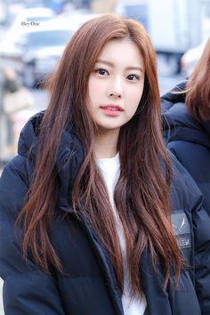 ♡˳೫˚∗ hyewon ₊ ⋆ฺ。*:・ 181115 ➳ hey one ˳೫ Yuri, Korean Girl, Asian Girl, Secret Song, Japanese Girl Group, The Wiz, Korean Singer, Kim Min, Asian Style
