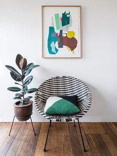 Graphic Modernism. Love how bright this room is!