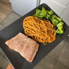 FIT placuszki drobiowe z warzywami i serem - Mocne Kalorie Steak, Recipies, Spaghetti, Impreza, Cooking, Ethnic Recipes, Food, Diet, Recipe