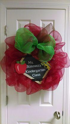 Teacher%26%2339%3Bs+apple+wreath