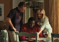 """Tim McGraw, Quinton Aaron, and Sandra Bullock in """"The Blind Side"""" Sandra Bullock - Best Actress Oscar 2009 Best Football Movies, The Blind Side 2009, Sandra Bullock Movies, Movie Stars, Movie Tv, Best Actress Oscar, Really Good Movies, Remember The Titans, Broken Home"""