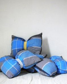 Collectif_Copirates_Blog_DECOuvrir_design How To Dress A Bed, Creations, Throw Pillows, Detail, Blue, Design, Luxury Bathrooms, Art Crafts, Butterflies