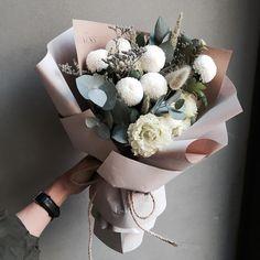 : 내사랑 퐁퐁이 세상 젤 귀요미 퐁퐁이 Flowers . #바네스플라워#논현동꽃집#플라워샵#플라워카페#꽃다발…