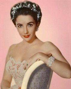 "The photo ""Elizabeth Taylor"" has been viewed 734 times. Hollywood Icons, Golden Age Of Hollywood, Vintage Hollywood, Hollywood Glamour, Hollywood Stars, Classic Hollywood, Hollywood Divas, Vintage Glam, Edward Wilding"