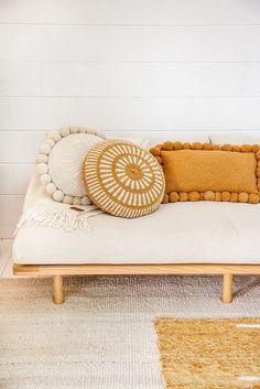 Kissen Monte Pom Pom # 56 - Home design ideas Decoration Bedroom, Decoration Design, Deco Design, Design Art, Diy Casa, Deco Boheme, Wooden Sofa, Decoration Inspiration, Decor Ideas