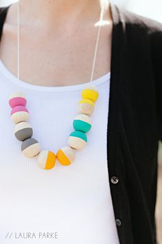 LAURA PARKE: DIY: PAINTED WOODEN BEAD NECKLACE