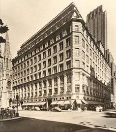 The Fifth Avenue store, circa the 1940s, designed by Starrett and Van Vleck-- Still my fav place!