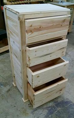 → PALLET FURNITURE HOW TO. Pallet wood chest of drawers, wood box pallet diy projects. Go to the site to be able to look at other wood pallet furniture examples. Pallet wood chest of drawers, wood box pallet diy projects. Diy Furniture Cheap, Pallet Furniture Designs, Wooden Pallet Furniture, Diy Furniture Projects, Diy Pallet Projects, Wooden Pallets, Wooden Diy, Rustic Furniture, Wood Projects