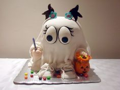 Little ghost cake - so cute! - For all your Halloween cake decorating supplies… Scary Halloween Cakes, Dessert Halloween, Halloween Cupcakes, Halloween Treats, Crazy Cakes, Fancy Cakes, Cute Cakes, Pink Cakes, Dulces Halloween