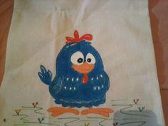 Detalhe da pintura de um dos lados da bolsa: Galinha Pintadinha