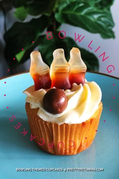 Bowling Themed Cupcakes – Pretty Petunias – Famous Last Words Raspberry Smoothie, Apple Smoothies, Cheesecake Recipes, Cupcake Recipes, Cheesecake Brownies, Fudge Brownies, Brownie Recipes, Rainbow Cupcakes, Themed Cupcakes