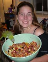 Chopper Salad for Parrots - I want to try this, and it can be frozen which would be perfect if my Goffin will eat it. Breakfast Smoothies For Weight Loss, Weight Loss Smoothies, Parrot Food Recipe, Parakeet Food, Conure Bird, Mango Smoothie Recipes, Parrot Pet, Parrot Bird, Bird Food