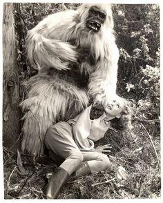 White Pongo – The Visuals Horror Films, Horror Art, Creature Movie, Gorilla Costumes, Gorilla Suit, Science Fiction, Sci Fi Models, Cinema, Classic Monsters