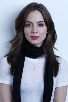 Eliza Dushku, scarf