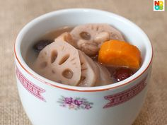 Easy recipe for lotus root soup cooked with pork ribs and peanuts, a homely and nutritious Chinese soup. Chinese Soup Recipes, Asian Recipes, Lotus Root Soup, Soup Menu, My Favorite Food, Favorite Recipes, Pork Soup, Peanut Recipes, Asian Soup