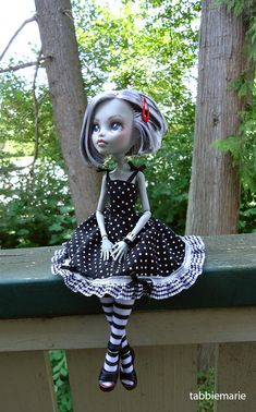 "tabbiemarie: "" Frankie is modeling a dress & tights from Kristine Ann's etsy shop. They make just the cutest monster high clothes!! :o They also sell patterns, so that you can make the adorable..."