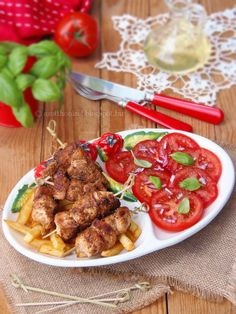 Chilis joghurtban pácolt csirke lilahagymás paradicsomsalátával Hungarian Recipes, Hungarian Food, Poultry, Healthy Life, Chicken Recipes, Grilling, Beef, Baking, Ethnic Recipes