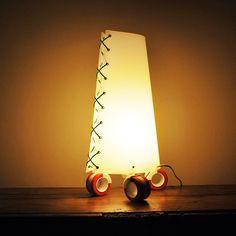 SAM, lampada da tavolo in nylon con le ruote di ZUUUM, design Samuele Santi