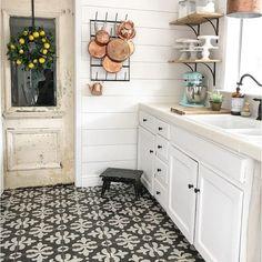 Boho Kitchen, Kitchen Redo, Home Decor Kitchen, New Kitchen, Home Kitchens, Kitchen Remodel, Fixer Upper Kitchen, Open Cabinets In Kitchen, French Cottage Kitchens