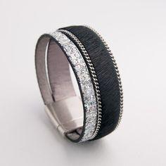 Bracelet cuir poils noir et glitter argent.