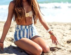 We love this retro-inspired beach look! #stripes #retro