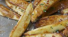 You're In A No-Fry Zone…Oven-Baked Parmesan Fries. deeelicious except i popped em back in the oven for two mins after tossing with parmesan Oven Baked Fries, Fries In The Oven, Baked Chips, I Love Food, Good Food, Yummy Food, Tasty, Food Network Recipes, Cooking Recipes