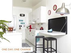 Who says a tiny kitchen can't be an eat-in kitchen? See how House Counselor Laurie March built a space-saving fold-down table for a small kitchen. Decorating With Pictures, Decorating On A Budget, Table Retractable, Small Apartments, Small Spaces, Fold Down Table, Home Office, Cuisines Design, Küchen Design