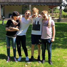 everyone cute as a button British Boys, Boys Jeans, The Beatles, Boy Bands, Skinny, Couple Photos, Shake, Cute, Vanilla
