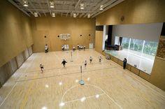 Teikyo University Elementary School Tokyo Kengo Kuma & Associates Gym, wood floor, stage with a view