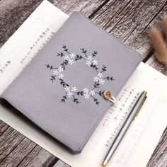 Hand Embroidery Designs, Diy Embroidery, Embroidery Stitches, Handmade Notebook, Handmade Books, Embroidered Flowers, Diy Embroidered Notebook, Embroidered Gifts, Fabric Book Covers