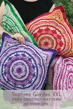 Sophie's Garden XXL pillow - Wilmade Free pattern to make a XXL version of the Sophies Gard Crochet Pillow Patterns Free, Granny Square Crochet Pattern, Crochet Squares, Knitting Patterns, Free Pattern, Crochet Blocks, Afghan Patterns, Free Knitting, Crochet Amigurumi