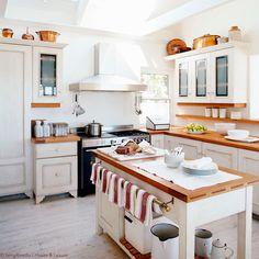Schwedische landhausküche  Schwedische Landhausküche | Haus, Auf dem Land und Küchen