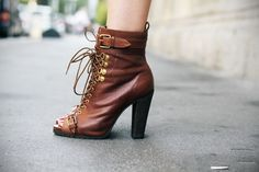 Brown peep toe boots    #peeptoe #brown #boots #shoes #collection #blogger #streetstyle