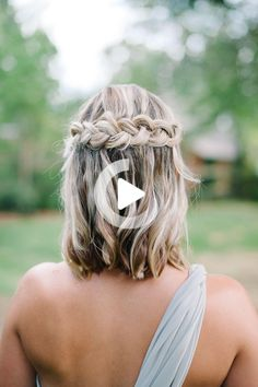30 Wedding Hairstyles Your friends will love- Need help choosing bridesmaid hairstyles for your wedding party? We have 30 modern bridesmaid hairstyles, plus tips for keeping your bridesmaids happy. Easy Braided Hairstyles For Long, Cute Hairstyles For Medium Hair, Short Hair Styles Easy, Braided Hairstyles Tutorials, Braids For Short Hair, Wedding Hairstyles For Long Hair, Medium Hair Styles, Bridesmaid Hairstyles, Hair Tutorials