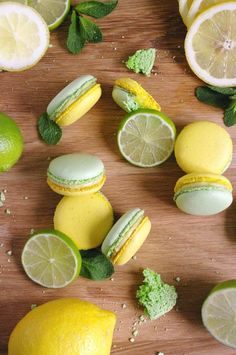Macarons mojito : citron, menthe et rhum - - Cookie Recipes, Dessert Recipes, Macaron Cookies, French Macaroons, Pink Macaroons, Lemon Macarons, Macaroon Recipes, Cute Food, Sweet Recipes