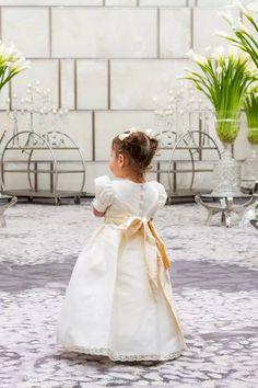 Flower Girl Flower Girl Outfits, Cheap Flower Girl Dresses, Flower Girls, Girls Dresses, Informal Wedding Dresses, Informal Weddings, Vera Wang Gowns, Sell Wedding Dress, Fairytale Dress