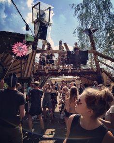 Endlos Floor. #artlake #artlake2016 #artlakefestival #festival #seifenblasen #soapbubbles #bubbles #electronicmusic #endlosfloor #tanzen #dancing  #dancingfloor @artlakefestival #ohkäptnmeinkäptn