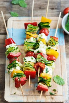 Appetizers Recipes Vegetable cheese kebabs with halloumi Soup Appetizers, Appetizer Recipes, Snack Recipes, Healthy Recipes, Easter Recipes, Halloumi, Pesto, Grill Party, Bbq Grill