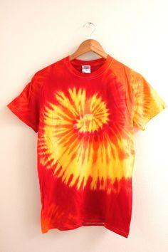 Super Diy Kleidung Hippie T Shirts Ideen - Art Design Tie Die Shirts, Diy Tie Dye Shirts, T Shirt Diy, Dye T Shirt, Band Shirts, Tie Dye Designs, Shirt Designs, Tye Dye, Camisa Hippie