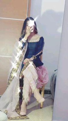 Girl Hand Pic, Cute Girl Pic, Cute Girl Poses, Stylish Girls Photos, Stylish Girl Pic, Girl Photos, Beautiful Girl Facebook, Cool Dpz, Simple Pakistani Dresses