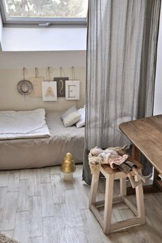 Diy Toddler Floor Bed Floorbed Architecture With Curtain Ikea How To Make Kids Queen Frame Storage On The Look Good Comfortable Without Mattress Low Beds - On Floor Decorating Ideas Kids Room, Room, Low Bed, Room Inspiration, Girl Room, Bedroom Inspirations, Mommo Design, Kid Room Style, Bedroom Decor