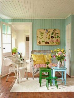 (House of Turquoise) - Jasmin F - Pine Cone Hill Giveaway! (House of Turquoise) After the New Year begins, I am so over the cold and snow.spring cannot get here soon enough! House Of Turquoise, Turquoise Walls, Aqua Walls, Green Walls, Cottage Living, Cottage Homes, Garden Cottage, Cottage Interiors, Diy Deco Rangement