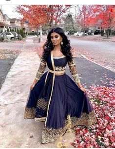 Kleider Navy blue lengha Do You Have Pest Protection? Indian Bridal Outfits, Indian Fashion Dresses, Indian Designer Outfits, Pakistani Outfits, Asian Fashion Indian, Blue Lengha, Indian Lengha, Red Lehenga, Lengha Choli