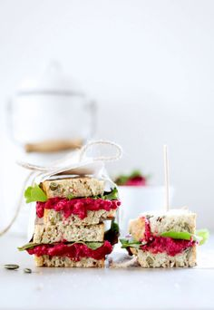 Quinoa-Brot mit Rote-Bete-Hummus © Backstübchen