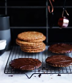 Chocolate hob-nobs :: Gourmet Traveller