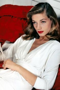 One of the wonderful actresses of the classic era has passed away yesterday. Lauren Bacall, whose provocative glamour elevated her to stardom in Hollywood. Lauren Bacall, Hollywood Stars, Old Hollywood Glamour, Hollywood Cinema, Hollywood Quotes, Hollywood Bedroom, Hollywood Makeup, Hollywood Men, Hollywood Fashion